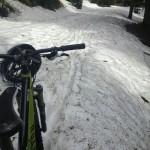 Auf dem Weg zur Weidbergalm liegt noch Schnee