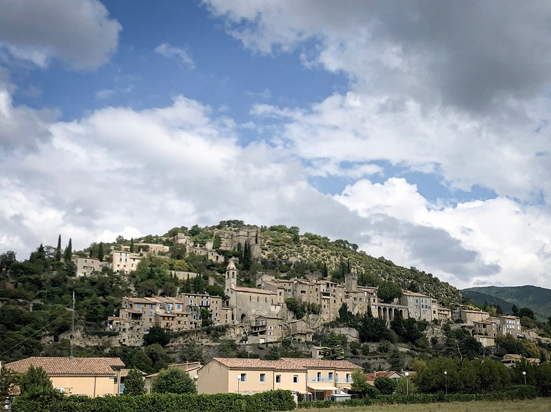 Historische Stadt in der Provence: Montbruin le Bains