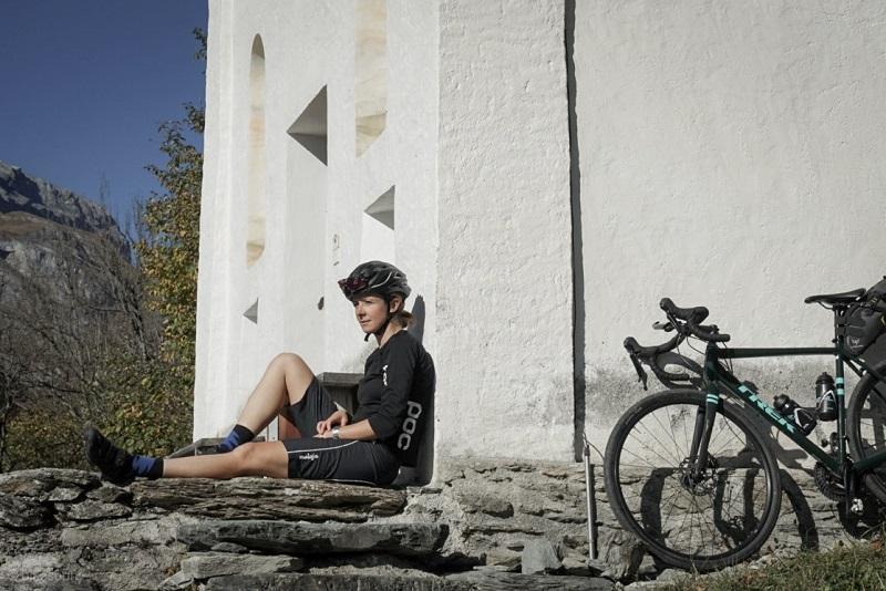 Radfahrerin mit Gravelbike